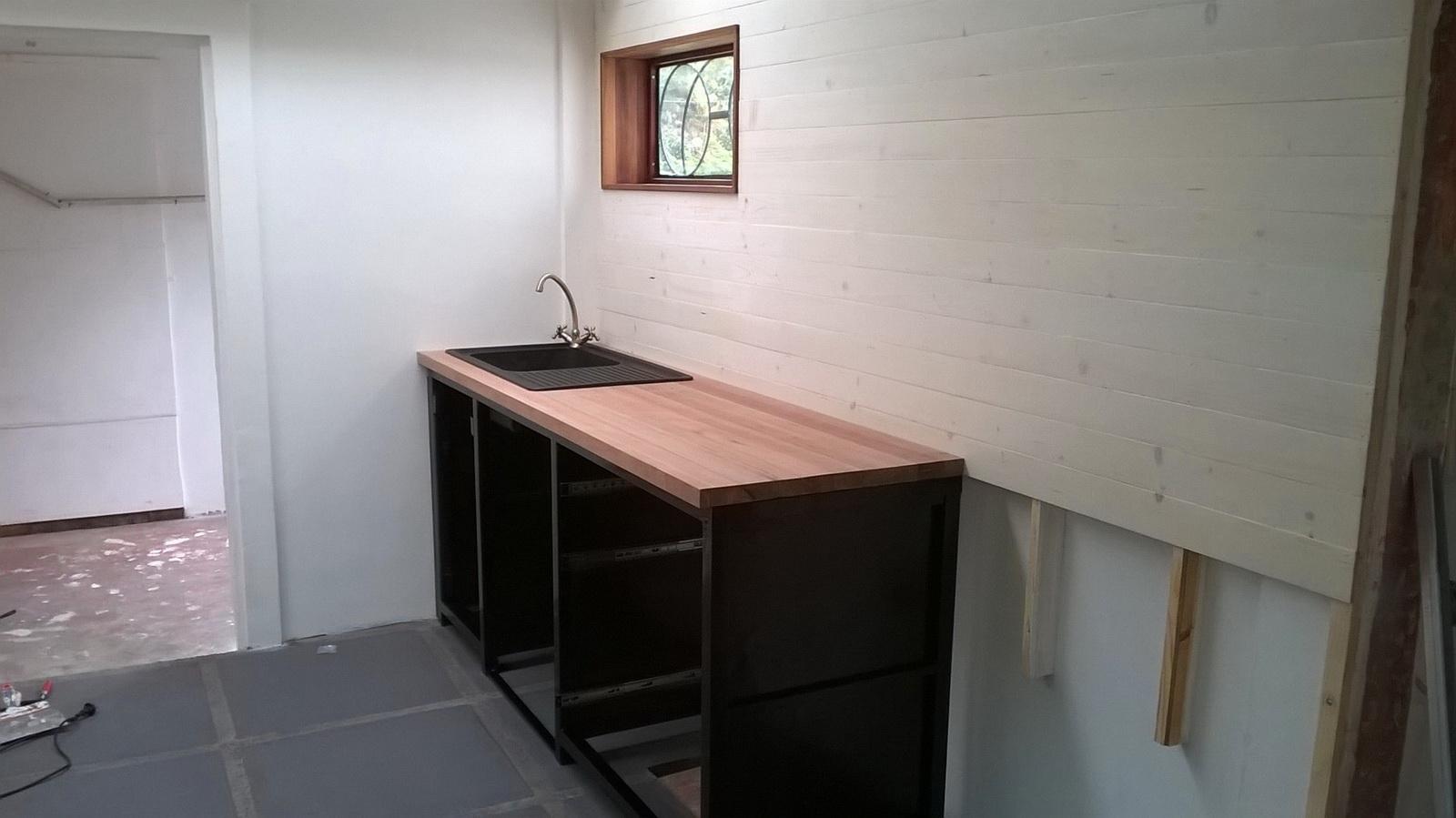 Mobilier de cuisine cot vier une maison sur une le for Mobilier bureau 974